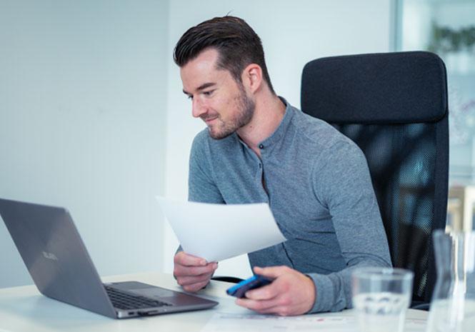HR Expert works on laptop