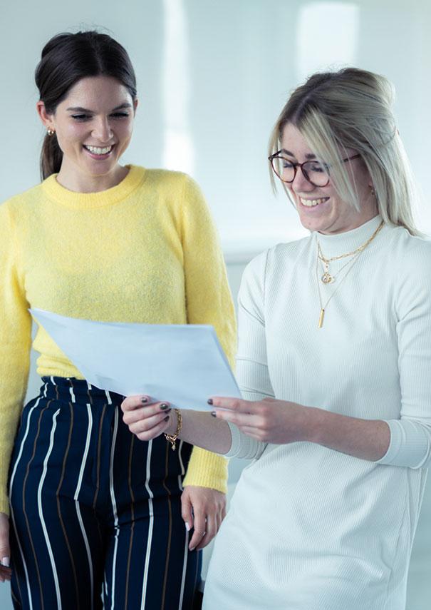 Zwei HR Experts unterhalten sich zum Thema Recruiting